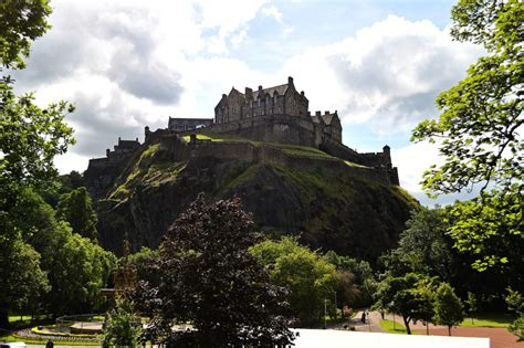 12 Best Castles To Visit In Scotland That Ooze History