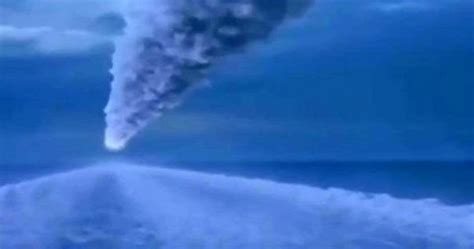Was Atlantis destroyed by impact of the Clovis Comet