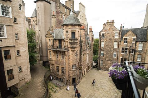 Luxury Flat in the heart of Edinburgh Old Town UPDATED